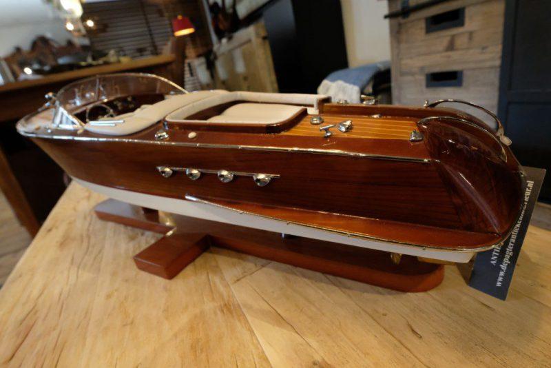 Modelboot 'Riva'