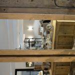 Spiegel im Holzrahmen