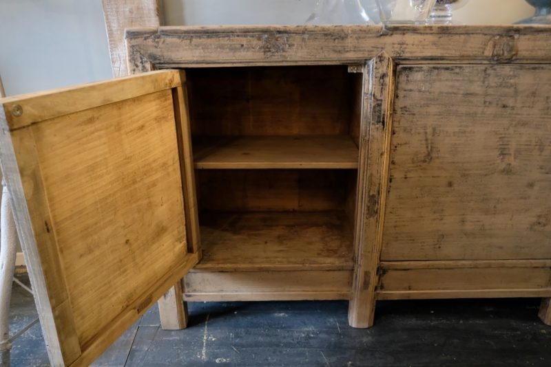 Old Pine Dressoir