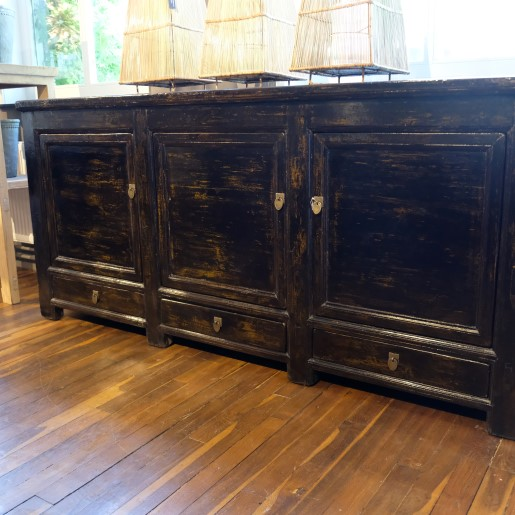 Lackiertes Sideboard